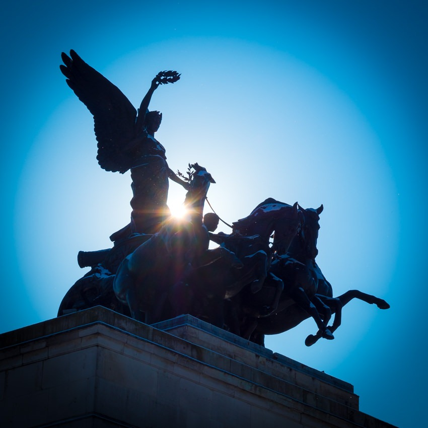 Wellington Arch into the sun