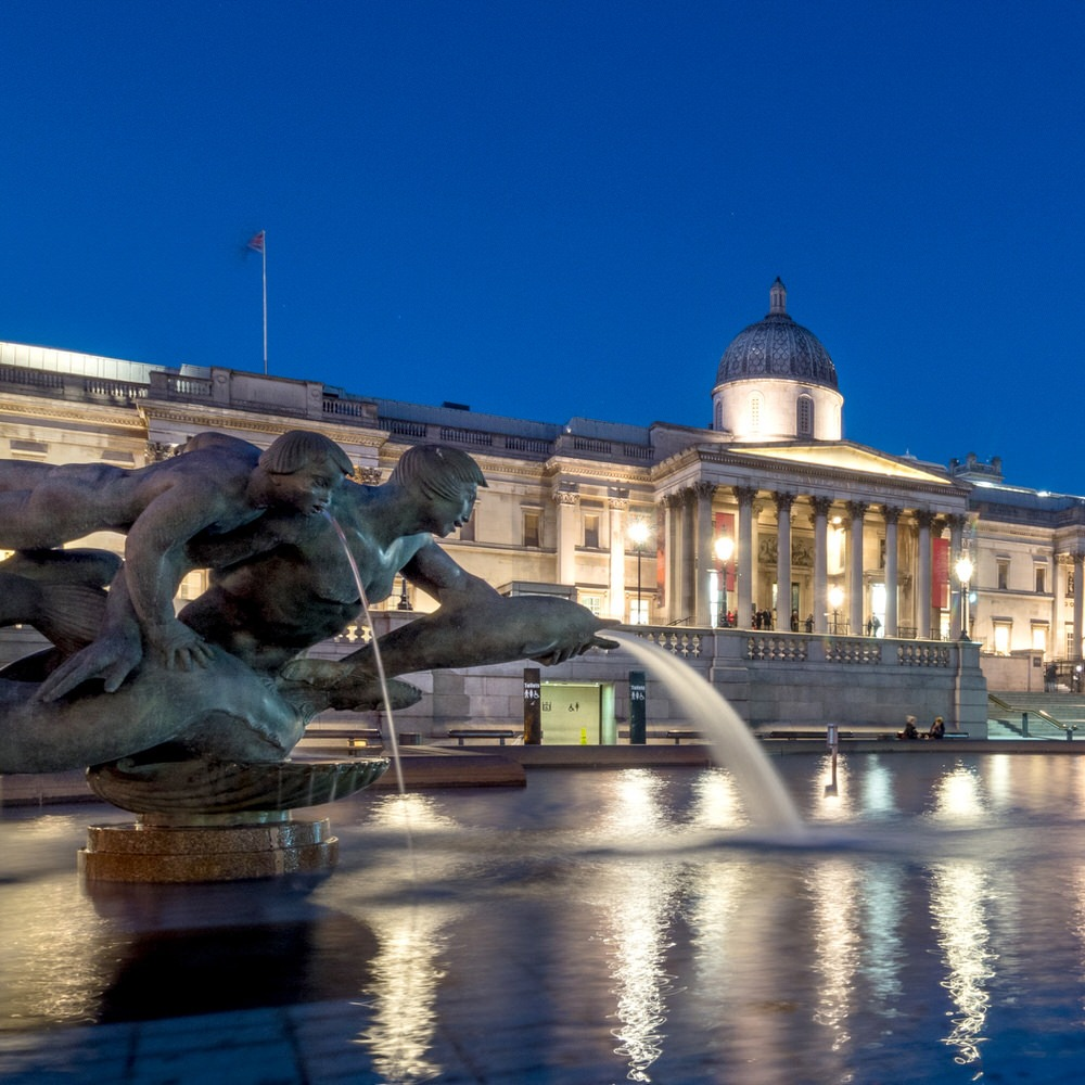 The National Gallery at night